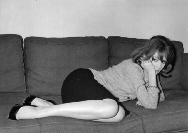 Именно Франсуаза привела Катрин Денев на съемочную площадку и помогала ей развивать актерский талант. При этом она осталась с фамилией отца, а младшая сестра взяла фамилию матери.