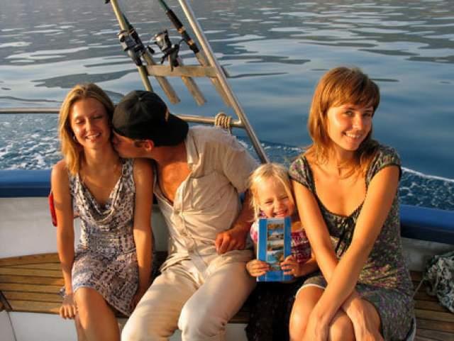 Алалыкина была уверена, что вера сделает их союз с мужем-мусульманином вечным, но в 2008-м Зуенко изменил ей с ее же лучшей подругой и оставил семью. Причем Маша сама познакомила бывшего супруга с разлучницей - во время отдыха в Севастополе.