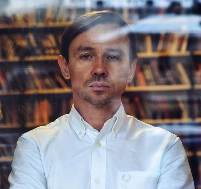 """""""Мальчишник"""" просуществовал до 1996 года, после чего музыканты закрыли проект. Андрей """"Дельфин"""" Лысиков начал сольную карьеру, которую продолжает до сих пор. Женат на фотографе Лике Gulliver, отец двоих детей."""