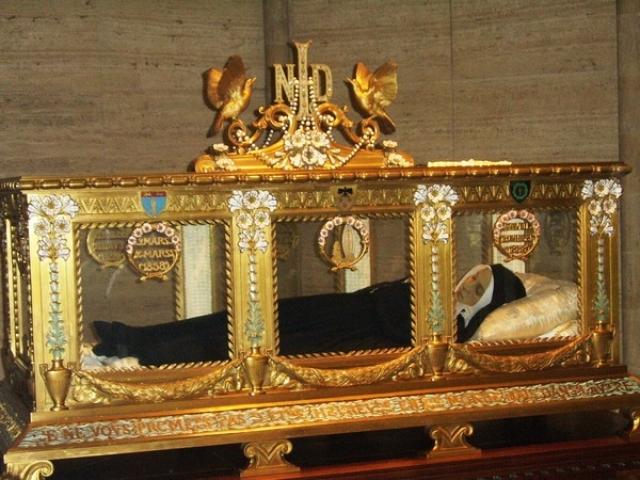 Второй раз тело было эксгумировано в 1919, а третий в 1925 году, после чего ее мощи были помещены в реликварий в капелле св. Бернадетты в Невере. Беатификация состоялась 14 июня 1925 года, канонизация - 8 декабря 1933 года.