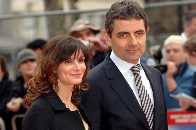 Роуэн Аткинсон. Британский комик решил развестись с женой Сунетрой Састри после 24 лет брака из-за нового романа.