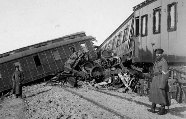 Причины крушения императорского поезда устанавливали долго и тщательно. Техническое состояние вагонов было прекрасным: они проработали 10 лет без аварий. В итоге был сделан вывод, что авария — результат недопустимого превышения скорости тяжелым императорским поездом.