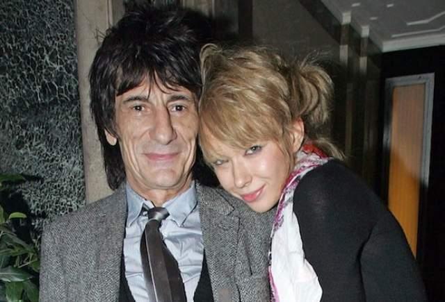 В 2008 году Ронни Вуд познакомился с официанткой Екатериной Ивановой, но отношения престарелого рокера и ветреной Кати долго не продержались.