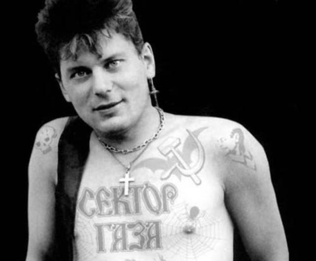 """Юрий """"Хой"""" Клинских. Всеобщую известность группа """"Сектор Газа"""" получила с начала 90-х, став по-настоящему народным коллективом, благодаря своеобразным песням, приправленным нецензурной лексикой."""