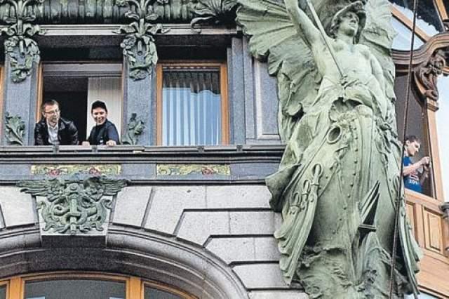 Дуров разбросал тогда в общей сложности около 2000 долларов в рублевом эквиваленте.