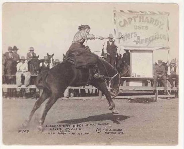 1904 - Во время вестерн-фестиваля Дни Фронтира в Шайенне Берта Каперник становится первой женщиной, участвующей в показательных выступлениях в родео на диких лошадях.