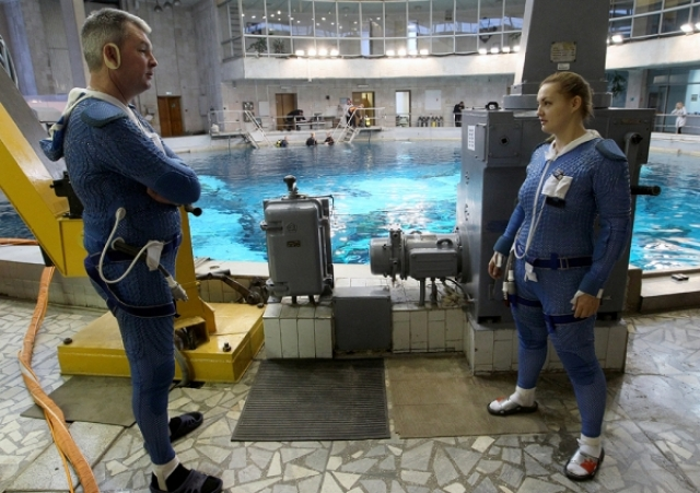 """Серова рассказала, как подавала заявление в отряд космонавтов: """"Все произошло очень гармонично. Еще в институте я познакомилась с будущим мужем, вместе с ним работали в РКК """"Энергия"""", он поступил в отряд в 2003 году, а затем и я в 2006-м."""""""