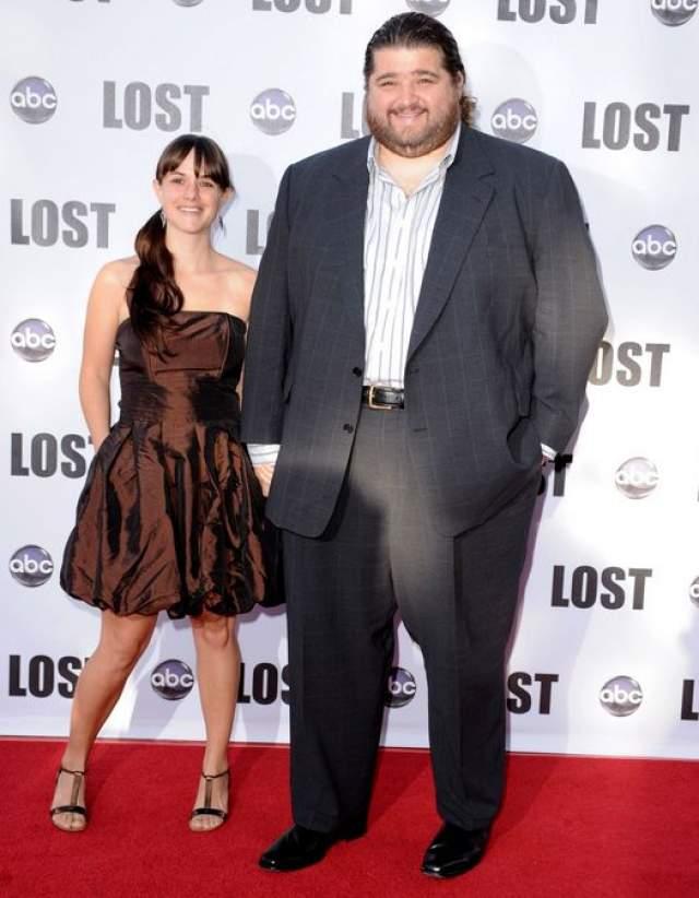 """Хорхе Гарсиа. Звезда сериала """"Остаться в живых"""" женат с 2005 года на девушке по имени Эмили, с которой познакомился во время съемок на Гавайях."""