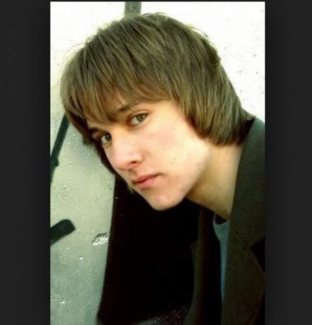 """Дмитрий окончил музыкальную школу по классу фортепиано, его фильмография насчитывает 11 работ, но последняя картина вышла аж в 2010 году - фильм """"На игре: Новый уровень""""."""