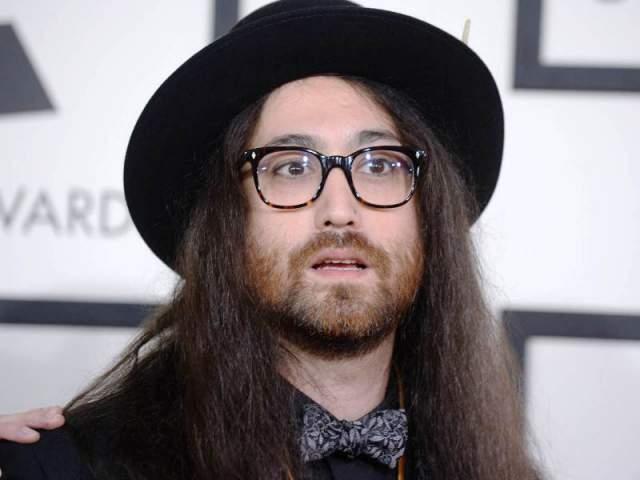 Шон , сын Джона Леннона от Йоко Оно , тоже музыкант. От отца ему досталась нетипичная внешность. У него много подружек, все как на подбор знаменитости: Бижу Филлипс, Элизабет Джаггер и даже сама Кэмпбэлл. Шон близко дружил с метром Майклом Джексоном, а крестным отцом музыканта является Элтон Джон.