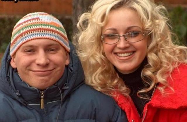 """Там Ольгу ждал и первый публичный роман: Бузова и Роман Третьяков стали самой """"долгоиграющей"""" и крепкой парой. Но после проекта отношения не заладились."""