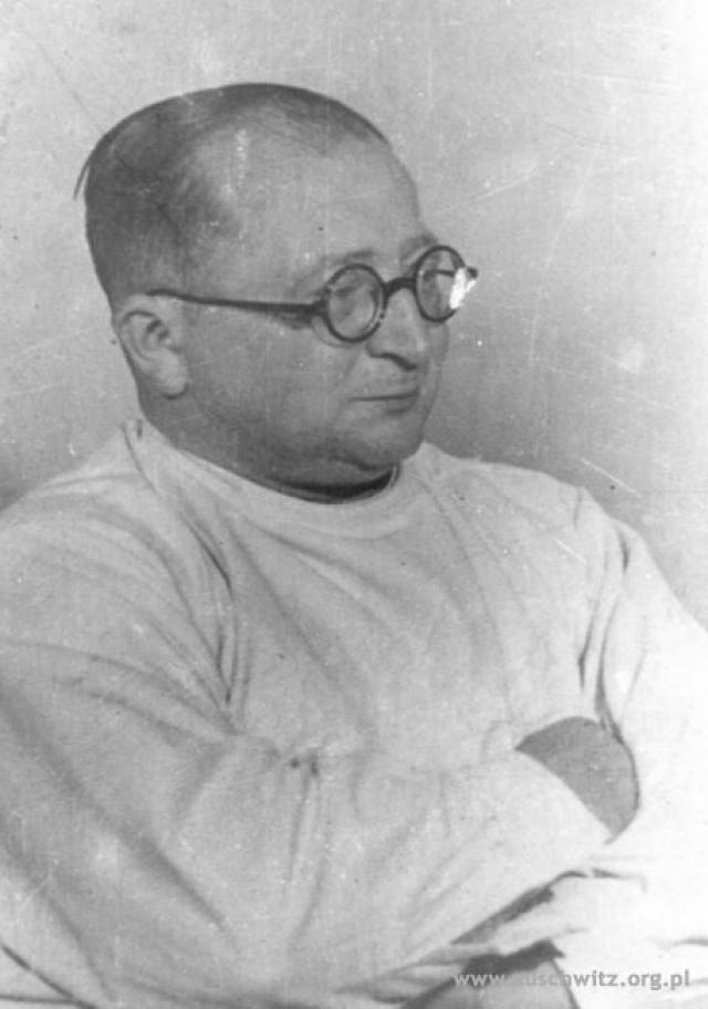 С марта 1941 по январь 1945 в Аушвице, Равенсбрюке и других местах под руководством доктора Карла Клауберга проводились опыты по стерилизации людей.