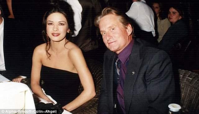 18 ноября 2000 года его новой супругой стала молодая британская актриса Кэтрин Зета-Джонс, с которой они счастливы в браке и поныне.