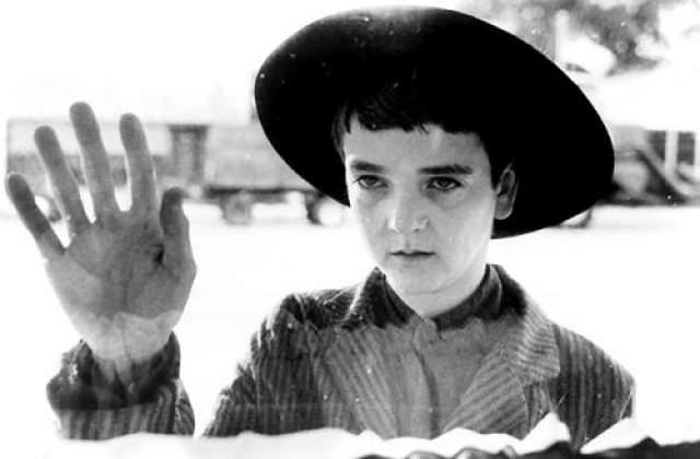 """Джон Франклин Актер сыграл Исаака Кронера, главы жуткого культа, состоящего из подростков в экранизации по рассказу Стивена Кинга """"Дети кукурузы"""" (1984). Еще он появлялся в двух частях """"Семейки Аддамс""""."""
