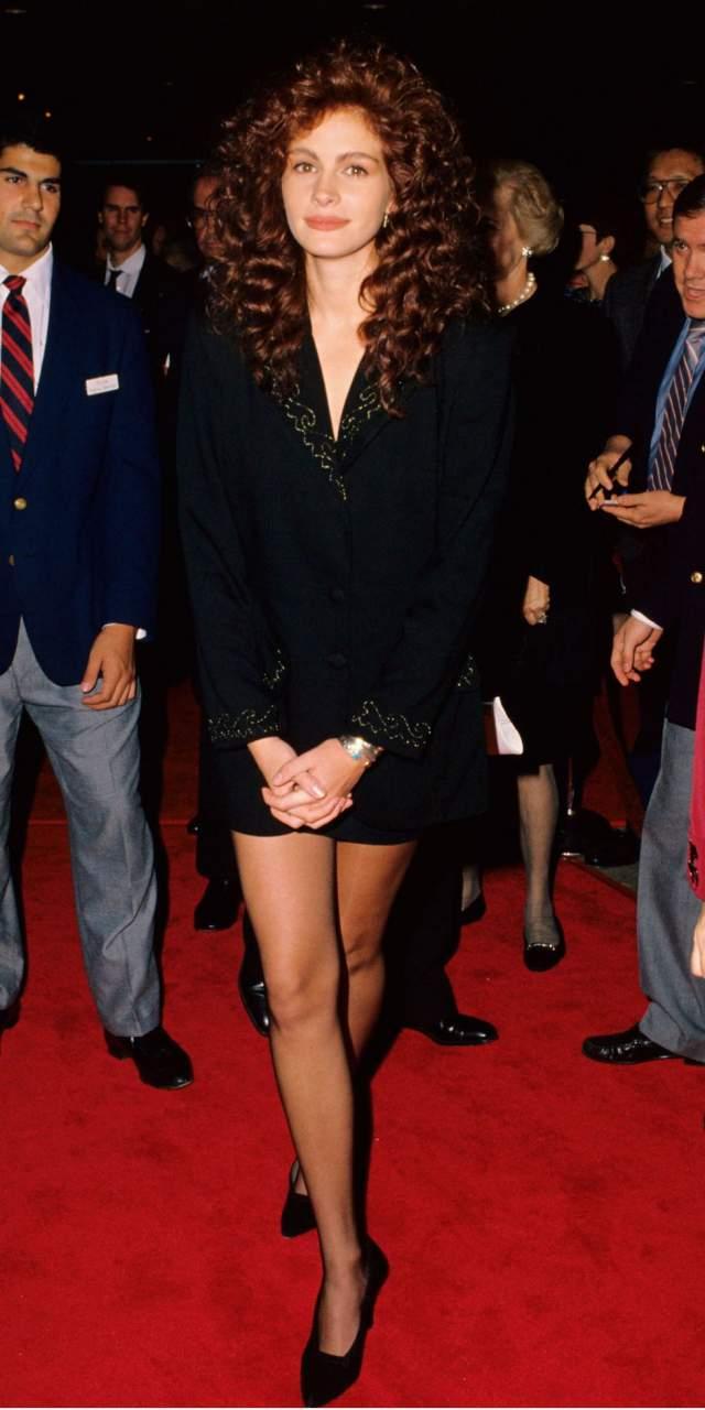 """Джулия Робертс на премьере фильма """"Стальные магнолии"""". Прическа просто кричит что это 1989 год."""