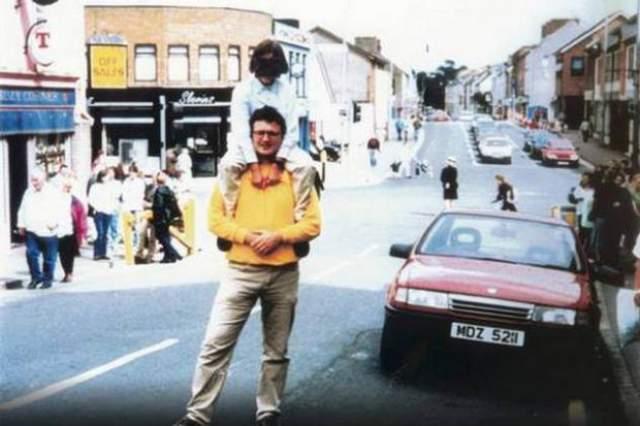 15 августа 1998 года в городе Ома (Северная Ирландия) взорвался автомобиль. За этим взрывом стояла повстанческая организация IRA (Ирландская Республиканская Армия). Тогда погибли 29 человек, 200 человек получили ранения разной степени тяжести.