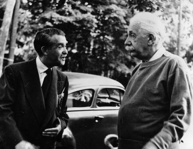 """Альберт Эйнштейн был настолько известен, что когда его останавливали на улице, и спрашивали он ли это, он говорил: """" Простите меня, извините! Меня всегда путают с Эйнштейном """"."""