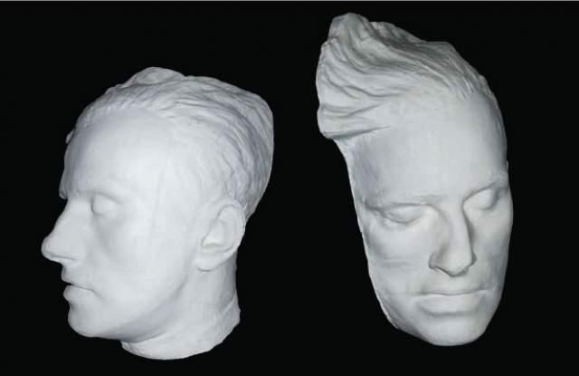 Маска вышла и вправду необычной и весьма неудачной: нос оказался скошен набок, а лицо поэта деформировано.