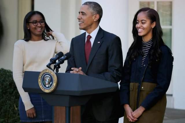 Барак Обама. У бывшего американского лидера и его супруги Мишель две дочки, Малия и Саша. Жизнь этих детей до сих пор протекает под пристальным вниманием публики.