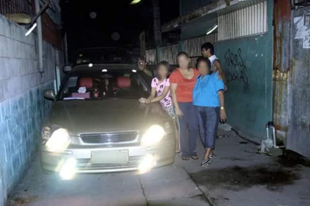 1 января 2011 года. Рейнальдо Дагса, филиппинский политик, был застрелен прямо в праздник. Об убийстве узнал весь мир из-за фотографии, на которой запечатлена семья Дагсы. В тот момент, когда Дагса снимал семью, за ними стоял убийца, целящийся прямо в политика.