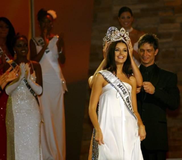"""Оксана Федорова. """"Мисс Санкт-Петербург-1999"""", """"Мисс Россия-2001"""", официально ставшая в 2002 году самой красивой девушкой во Вселенной, все полномочия сняла с себя спустя четыре месяца после победы."""