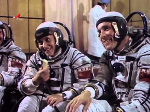 """Савицкая начала работать летчиком-испытателем, а в 1982 году попала в экипаж космического корабля """"Союз Т-7"""", где провела 8 суток."""