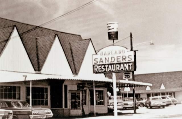 В 1930 году, уже отучившись заочно в университете ЛаСалль в Чикаго и сменив несколько видов деятельности, он открыл свою заправку, а также небольшой мотель и закусочную. И именно ресторан быстрого питания привел его к успеху.
