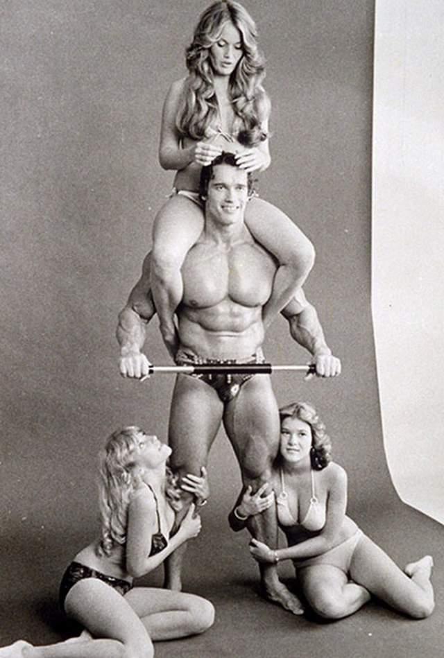 Арнольд Шварценеггер и модели, 1970 год.
