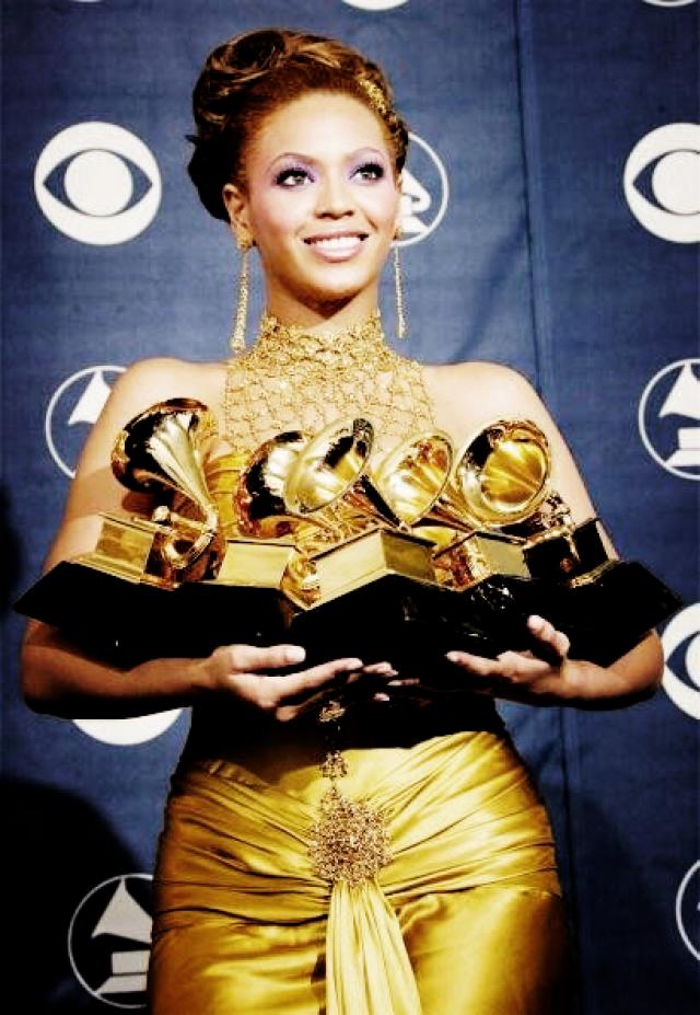 """Уже первый ее альбом Dangerously in Love завоевал пять премий """"Грэмми"""". Собственно, за всю карьеру она получила 20 наград, и только три из них - будучи в составе группы."""
