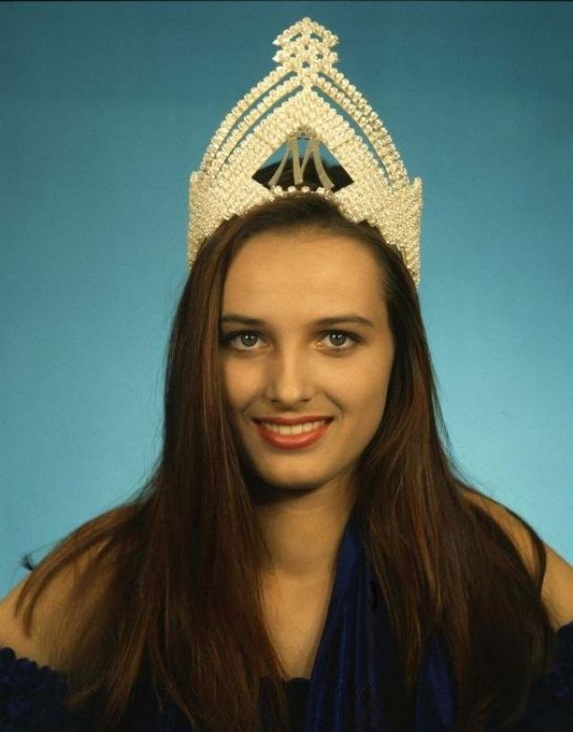 Агнешка Котлярска (24 года). В 1990 году девушка завоевала титул Мисс-Польша. Уже тогда у нее появился тайный поклонник по имени Ежи.