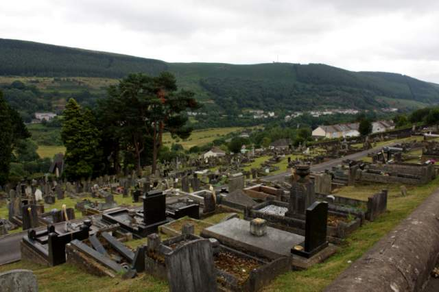 Несмотря на предчувствие, на занятия Джонс все-таки пошла, и погибла вместе с остальными детьми. В Аберфане с тех пор стоит кладбище с погибшими при обвале людьми.