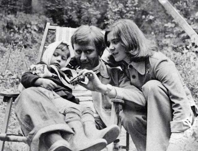 Он удочерил ее дочку и тем самым стал отцом двух Маш: Маши Мироновой и Маши Голубкиной. Обе они впоследствии стали известными актрисами и заметными представительницами столичного бомонда.