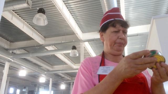 Ее мать, Лариса Терехова, всю жизнь торгует в рыбном отделе на рынке, а по данным некоторых СМИ еще и увлекается спиртным. Вместе с братом артистки, Григорием, они живут в городе Ртищево Саратовской области.