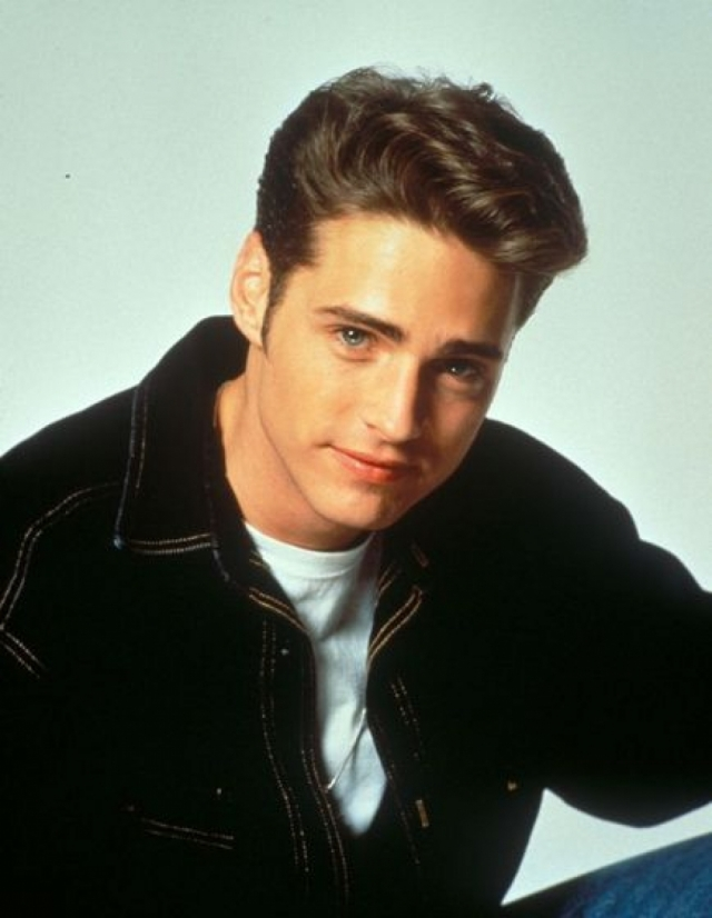 """Джейсон Пристли. Многие девушки начала 90-х вздыхали по голубоглазому красавцу из """"Беверли Хиллз 90210"""", в котором он снимался до 1998 года."""