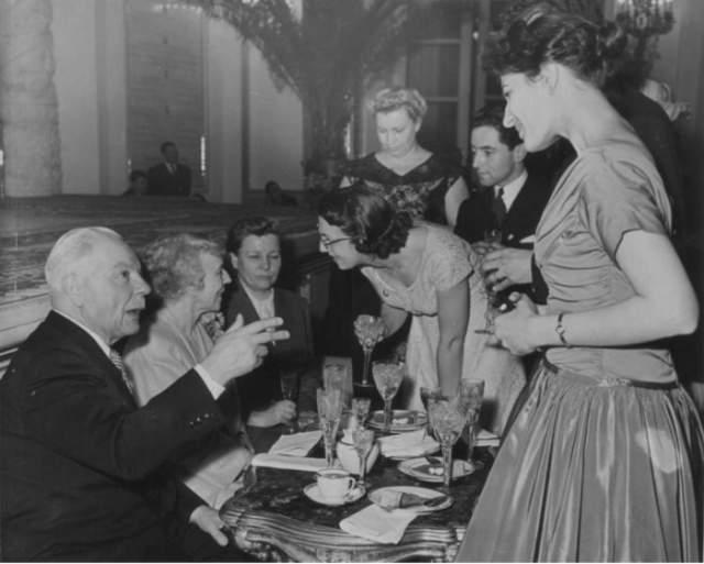 Визит королевы Бельгии Елизаветы в СССР. За праздничным столом - Климент Ворошилов, королева Бельгии Елизавета, Екатерина Фурцева. 1958 год.
