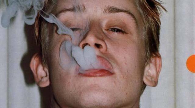Чуть позже зависимость вроде бы удалось побороть, но в 2011 году, после разрыва с Милой Кунис после восьми лет отношений, актер вновь начал принимать оксикодон, кокаин, героин...