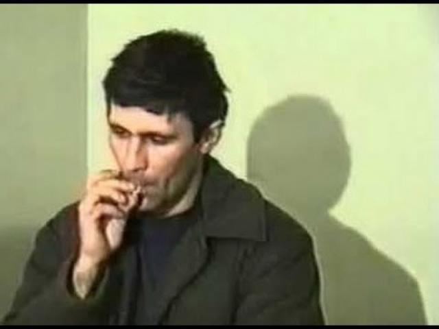 В материалах уголовного дела приводилось описание такого эпизода: после нескольких насильственных половых актов Головкин связал подростку руки и удушил его, перекинув веревку с петлей через ступеньку лестницы...