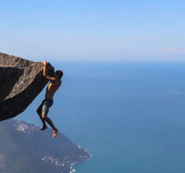 А это Педро де Гавея в Рио-де-Жанейро на высоте в 856 метров над поверхностью Земли.