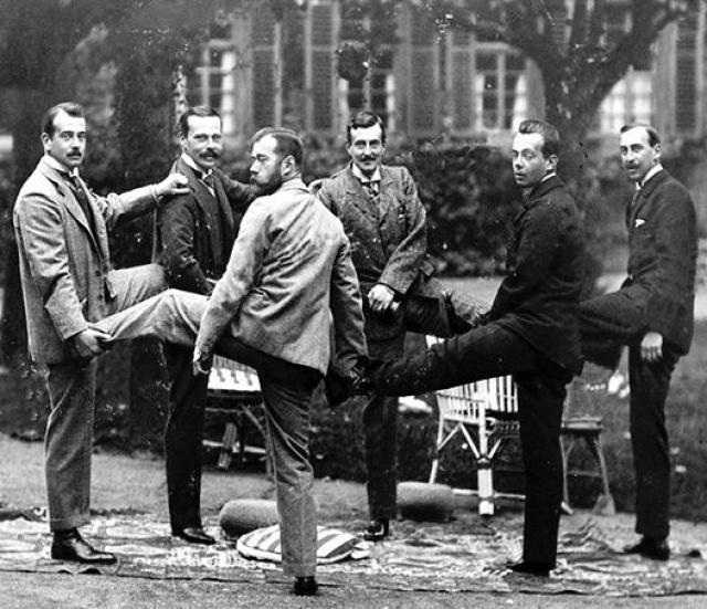 Николай вообще по праву считается самым спортивным русским царем: с детства он регулярно делал гимнастику, совершал лодочные переходы по нескольку десятков километров, любил скачки и сам в них участвовал.