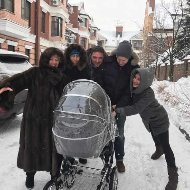 В 2016 году у Ксении Собчак и Максима Виторгана родился сын. Для Собчак он первый, для Виторгана - третий. Свой живот Собчак прятала под одеждой практически до самых родов.