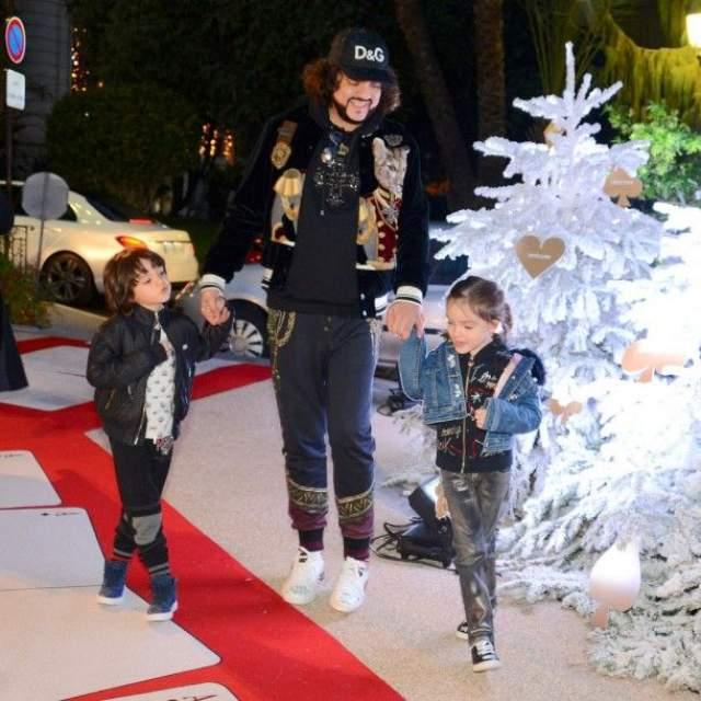 """Филипп Киркоров на Новый год с детьми улетел в Монте-Карло, оставив сотни своих записанных на видео """"двойников"""" резвиться на просторах отечественного ТВ."""