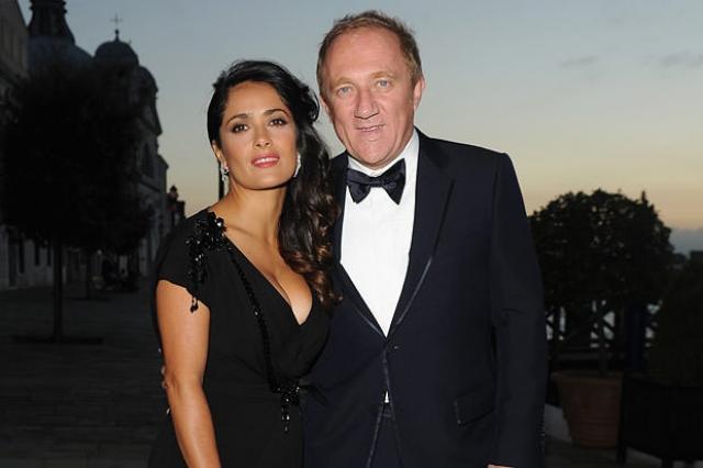 Сальма Хайек и Франсуа-Генри Пино. Актриса вышла замуж за французского миллиардера в 2009 году. Мужчине за 70, он не красавец, но пара явно счастлива.