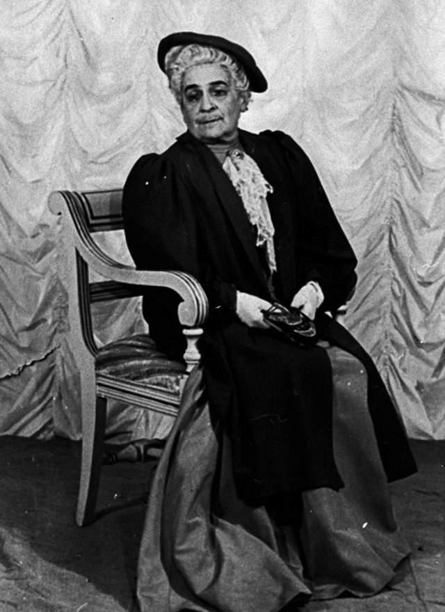 15 июля 1904 года Чехов тихо скончался. Рядом с ним находилась получившая наконец отпуск супруга. После похорон Ольгу долго не видели. Когда она наконец появилась на людях, то вышла на работу в театр и прожила еще 55 лет.