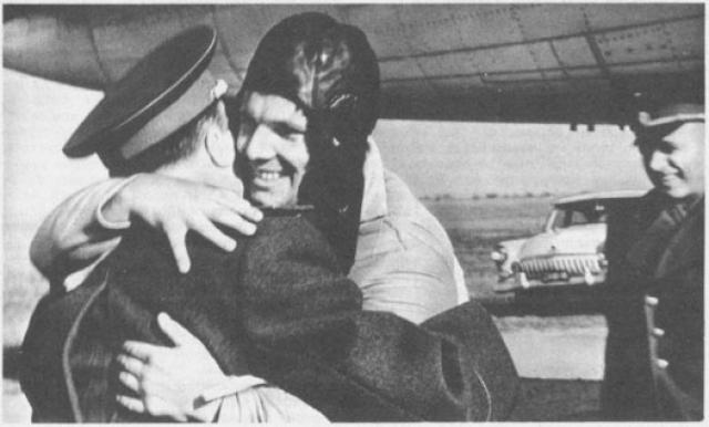 На самом деле приземлился Юрий Алексеевич, катапультировавшись из корабля, в Саратовской области.