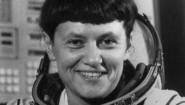 Следующей советской представительницей прекрасного пола, побывавшей в космосе, стала Светлана Савицкая, появившаяся на свет в семье маршала и с детства решившая стать космонавтом.