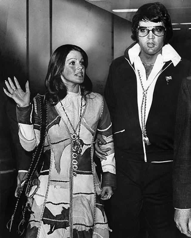 В 1971 году Присцилла объявила об уходе к своему инструктору по карате. Дочь певца,Лиза-Мари. осталась с матерью, однако часто приезжала на недели в Грейсленд.