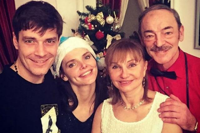 Не прожив с предыдущей женой и года, Макс развелся и узаконил отношения с Боярской. Она же, в 2012 году осчастливила новоиспеченного мужа сыном Андрюшей, для чего проходила курс лечения от бесплодия в престижной клинике Петербурга.