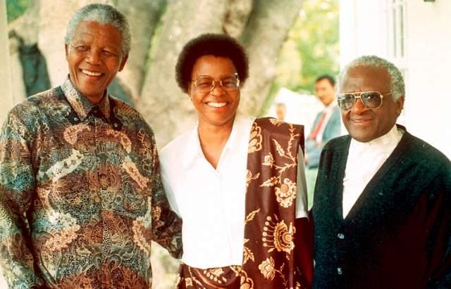 """Но шли месяцы, и однажды Мандела послал в Мозамбик семье госпожи Машел """"лоболу"""", или выкуп, - он составлял 60 коров. Скотину президент лично не выбирал, доверив это деликатное дело специалистам из Южно-Африканской ассоциации по разведению скота. Это означало, что он хочет жениться на Грасе."""