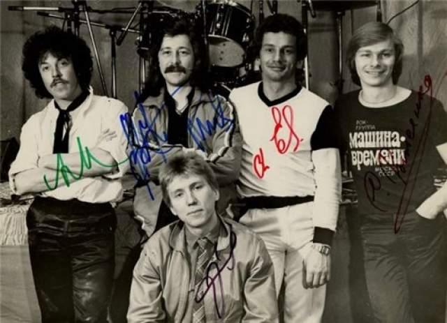 """Играл с """"МВ"""" недолго, вступив в коллектив в июле 1982 года ( на фото - крайний справа ). Но - не сыгрались. С участниками группы """"Последний шанс"""" записал фонограмму для передачи """"Очевидное — невероятное"""", и в мае 1977 года стал полноправным членом команды. К ним же вернулся в 1984 году."""