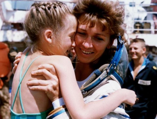 В январе 1986 года у пары родилась дочь, которую назвали Женей. Позже Рюмин говорил в интервью, что был против того, чтобы жена стала космонавтом, но не смог ее удержать.